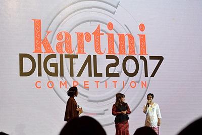 Mollyta blogger Medan sebagai juri acara Telkomsel Kartini Digital Competition 2017 di Medan