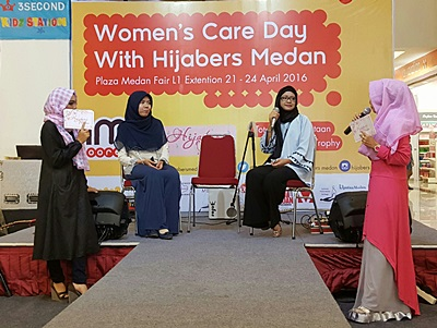 Menjadi narasumber acara Women`s Care Day with Hijabers Medan