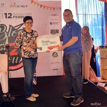 Penghargaan Mollyta sebagai Blogger Terhits 2017