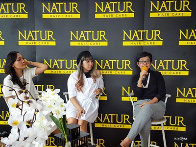 Mollyta sebagai narasumber pada sharing session Natur Hair Beauty Dating Medan