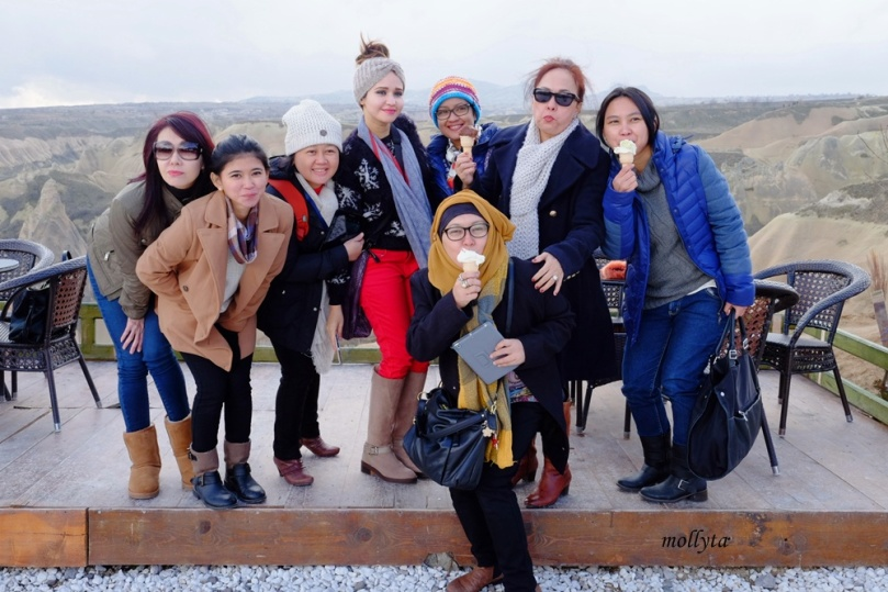 Bareng teman-teman di Cappadocia, Turkey