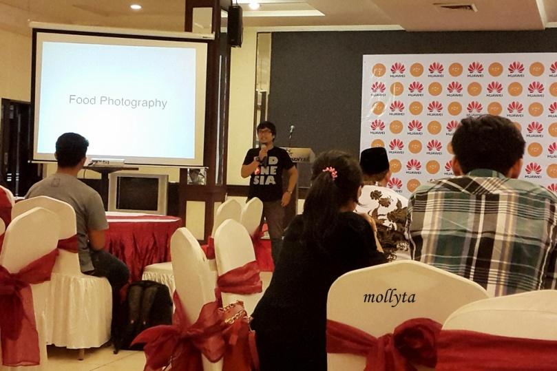Bang Adit selaku admin Makan Halam Medan membuka acara Ramadhan Food Photography Contest