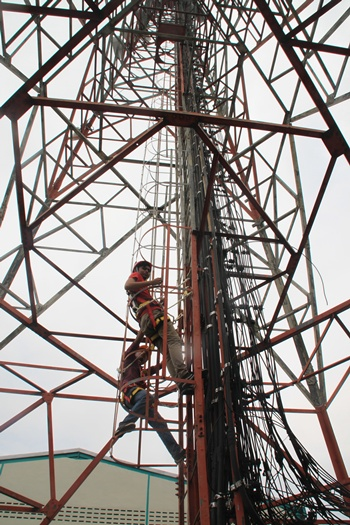 Seperti ini adegan memanjat tower XL