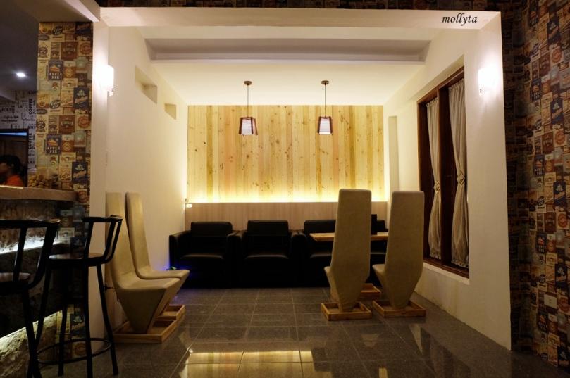 Interior Kafe Potret 1