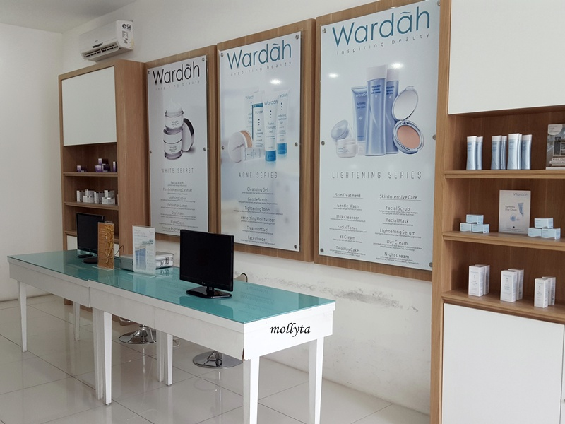 Interior Wardah Beauty House Medan