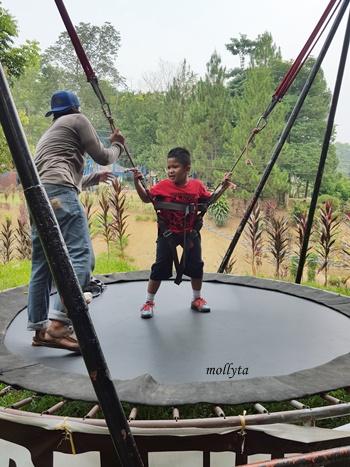 Permainan di Kebun Binatang Medan