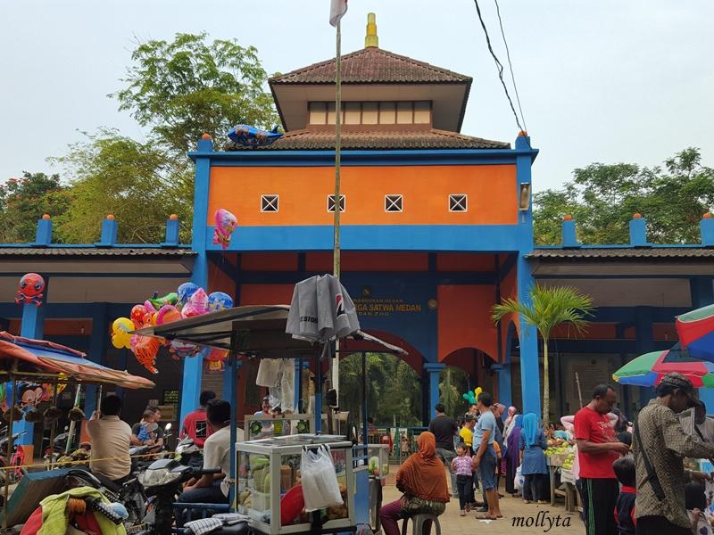 Pintu masuk Kebun Binatang Medan
