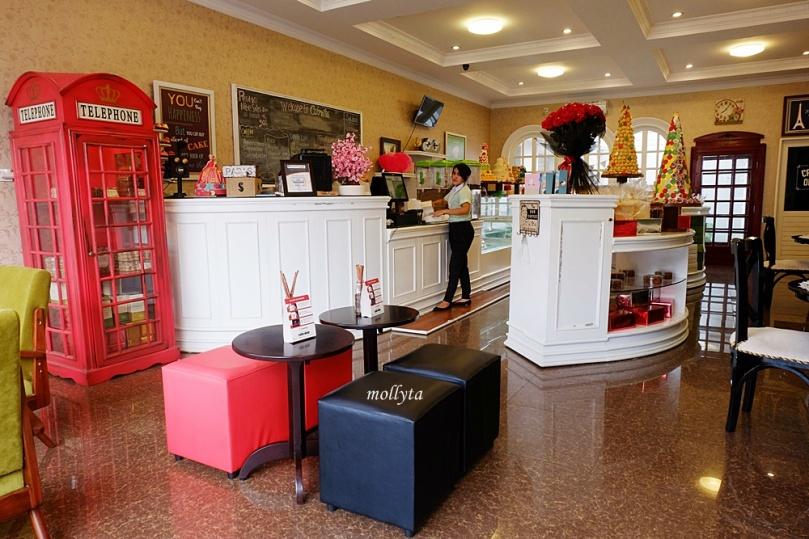 Interior Cabrita Patisserie & Bakery Medan