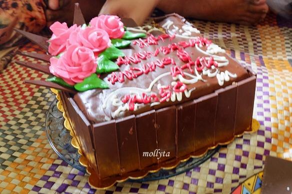 Selamat Hari Ulang Tahun Pernikahan Mak Mollyta Mochtar