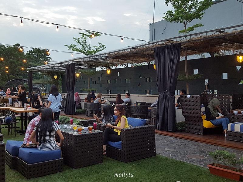 Suasana Rooftop 02 Medan