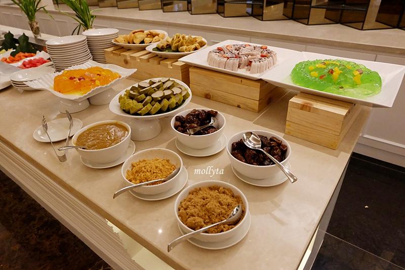 Hidangan berbuka puasa di Cafe De Palmo Adimulia Hotel Medan