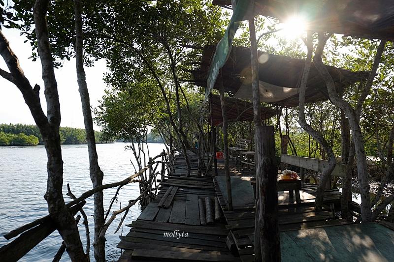 Tempat bersantai di desa Dogang