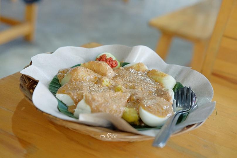 Siomay di Anonimo Coffee Medan