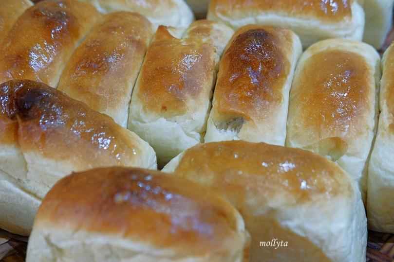 roti manis di Kedai Kopi Restu