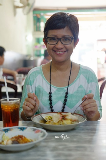 makan mie rebus spesial di Kedai Kopi Restu Tanjung Pura