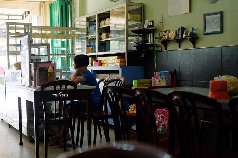 suasana di Kedai Kopi Restu