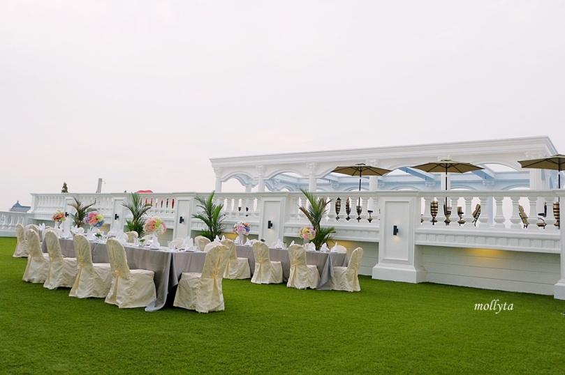 Roof Garden dan pool Adimulia Hotel Medan