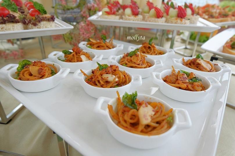 Hidangan nikmat di Roof Garden Adimulia Hotel