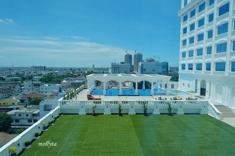 Pool view dari kamar Adimulia Hotel