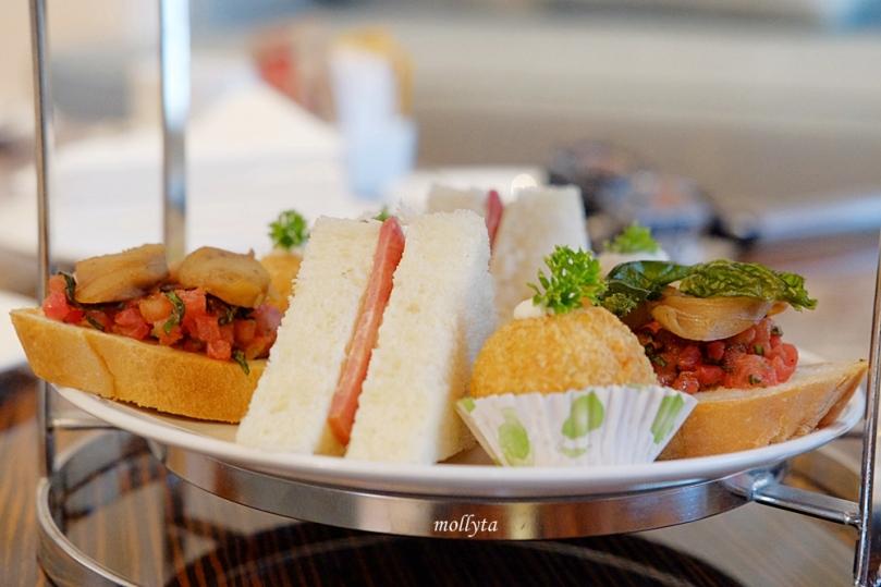 High tea di Adimulia Hotel