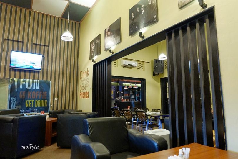 Ruangan di Koffie Bagus