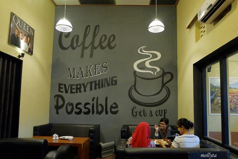 Santap Santai di Koffie Bagus