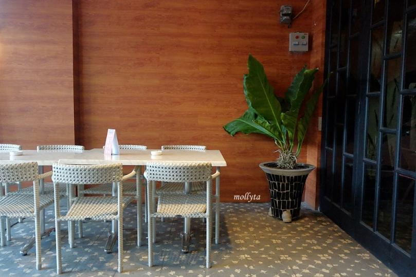 Area outdoor di Koffie Bagus Medan