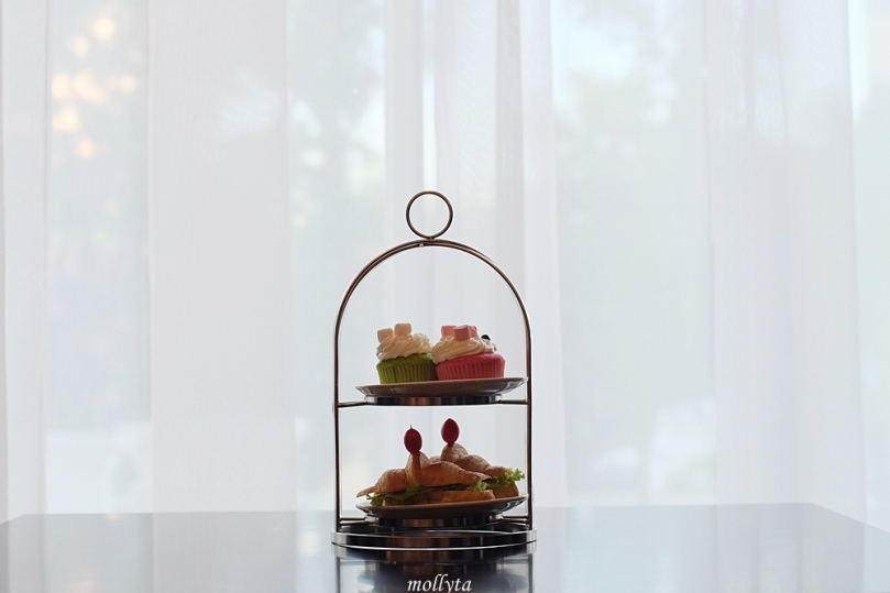 High Tea di Oval Lounge Adimulia Hotel