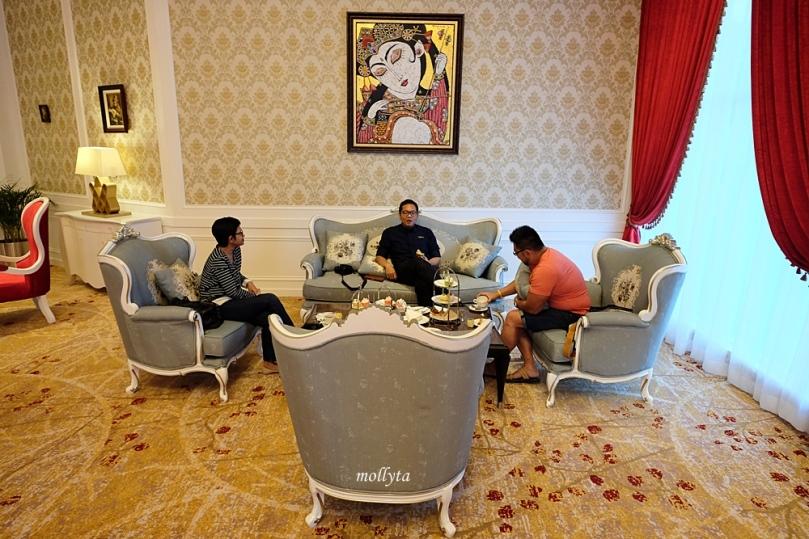 High Tea di Oval Lounge Adimulia Hotel Medan