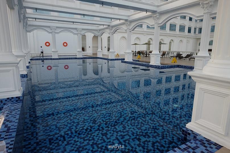 Kolam renang di Adimulia Hotel Medan