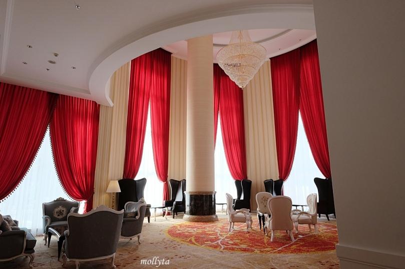 Oval Lounge Adimulia Hotel Medan
