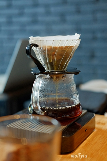 Teknik manual brew V60 pour over di Coffeenatics