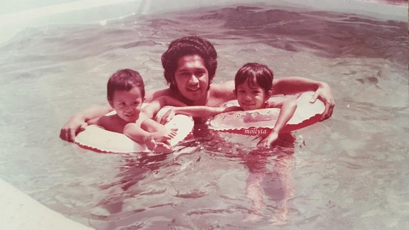bersama almarhum papa semasa kecil