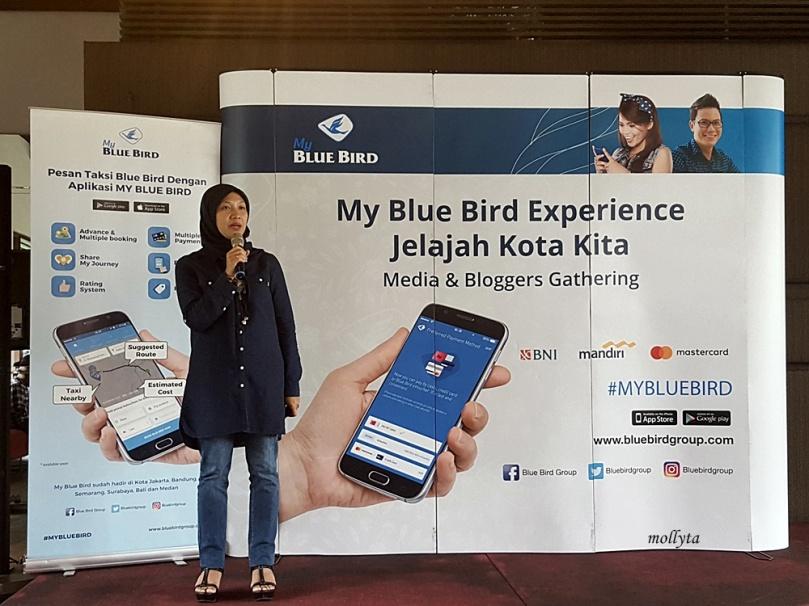 Ibu Asri Winarni selaku General Manager Blue Bird Pool Medan
