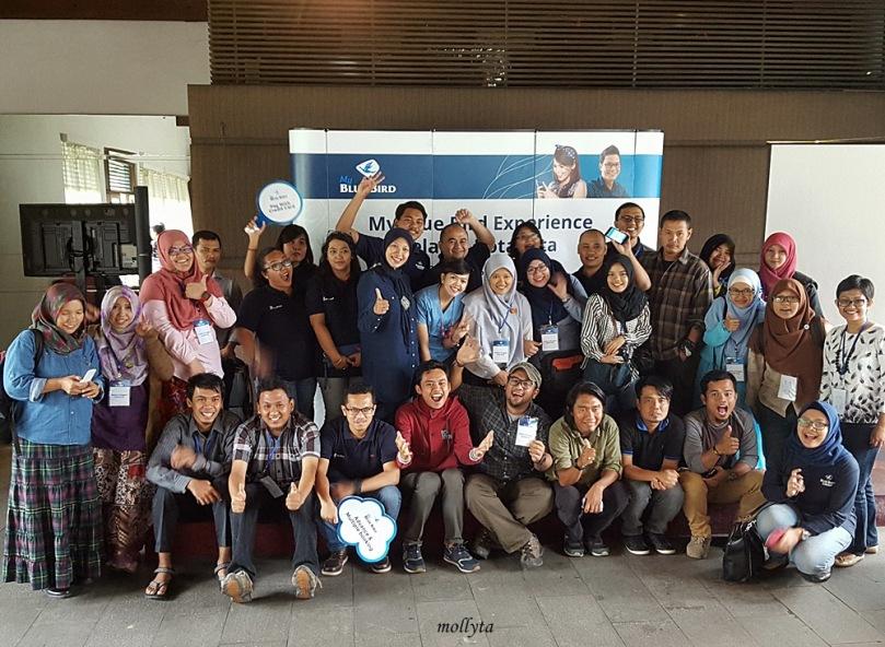 Foto bersama peserta My Blue Bird di Medan