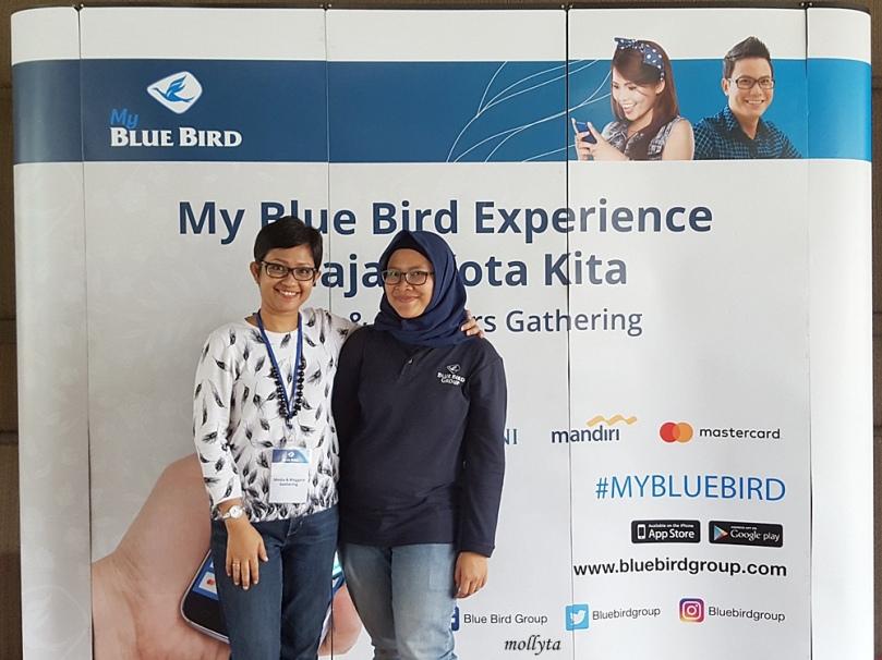 Berfoto bersama Mbak Wulan dari Blue Bird Jakarta