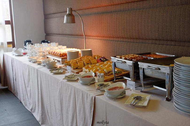 Breakfast buffeet pada acara Launching fitur pembayaran non tunai My Blue Bird