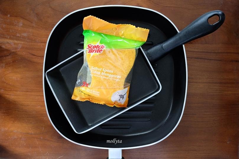 Sabut spons anti-gores untuk membersihkan alat masak teflon/anti-lengket