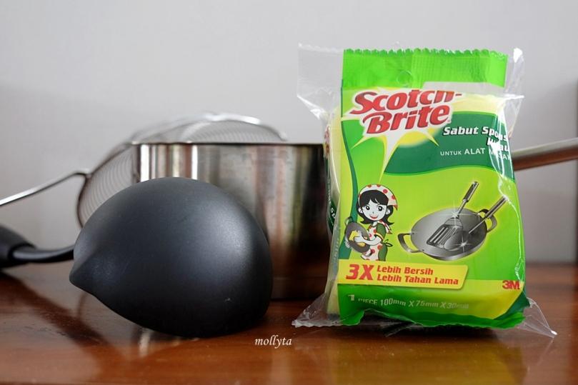 Sabut spons hijau untuk membersihkan alat masak