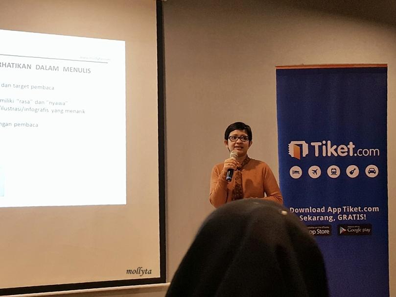 Menjadi speaker di acara Ngopi Bareng Tiket di Medan