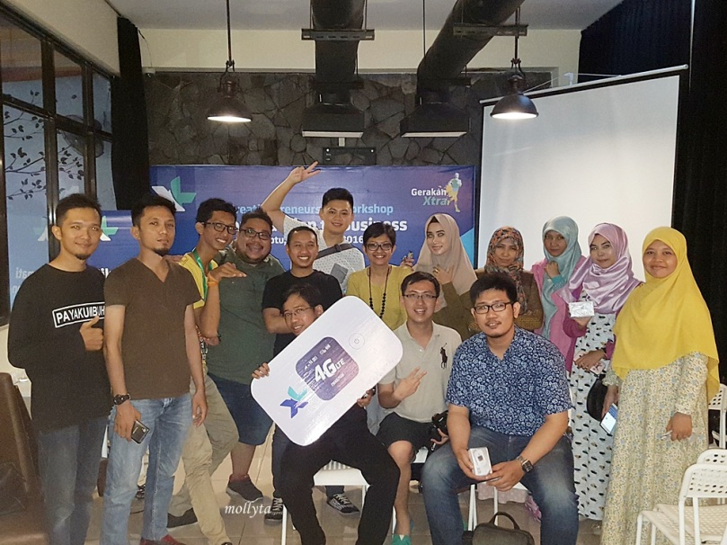 Foto bareng acara XL Creativepreneurship Workshop di Medan