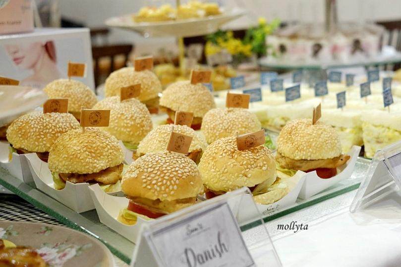 Burger di Sam`s Deli Medan