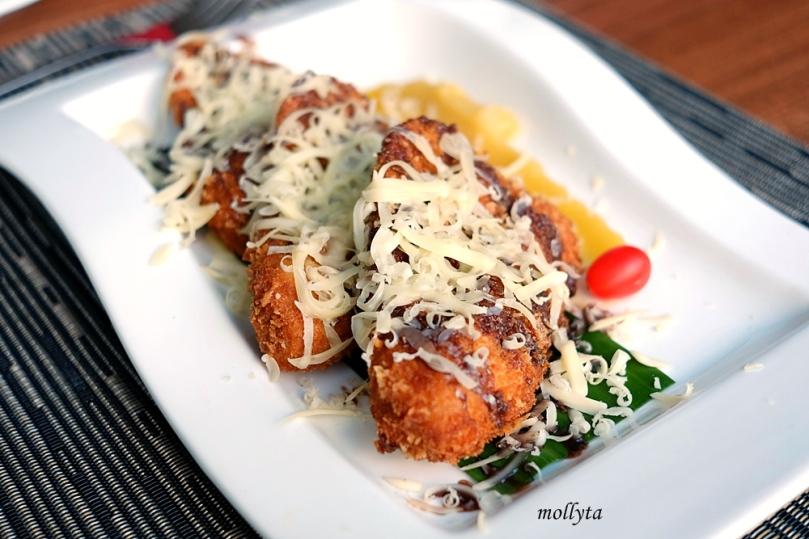 Banana Fritter di Andaliman Restaurant Hotel Grandhika Setiabudi Medan