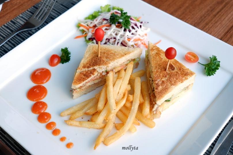 Tuna Melt di Andaliman Restaurant Hotel Grandhika Setiabudi Medan