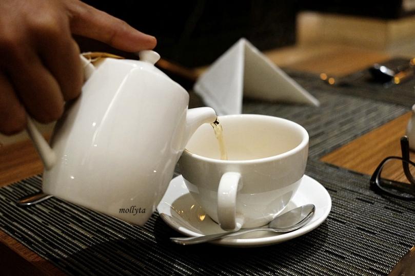 Hote tea di Andaliman Restaurant Hotel Grandhika Medan