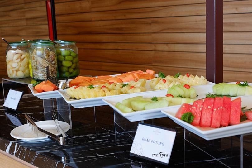 Potongan buah di Andaliman Restaurant Hotel Grandhika Medan