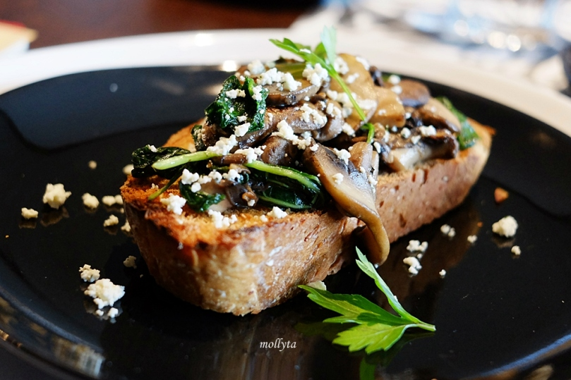 Sauteed Mushroom with Lemon Herbed Feta on Toast di Coffeenatics