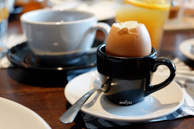 Soft Boiled Egg with Pink Himalayan Sea Salt dari #SundayBrunchClub Coffeenatics