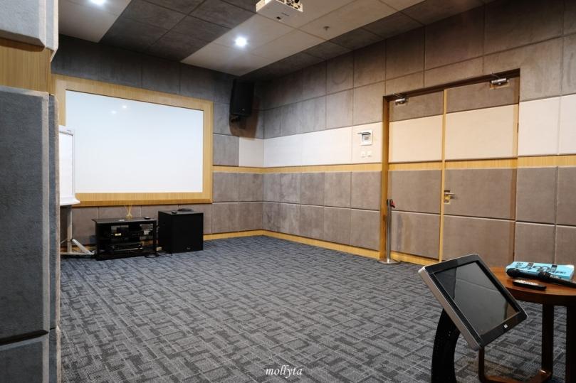 Ruangan karaoke di Hotel Grandhika Setiabudi Medan