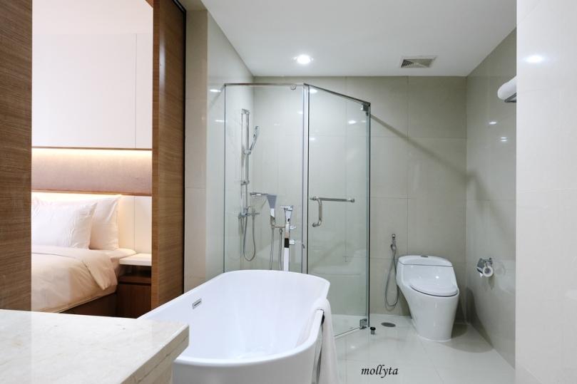 Kamar mandi Junior Suite Hotel Grandhika Setiabudi Medan
